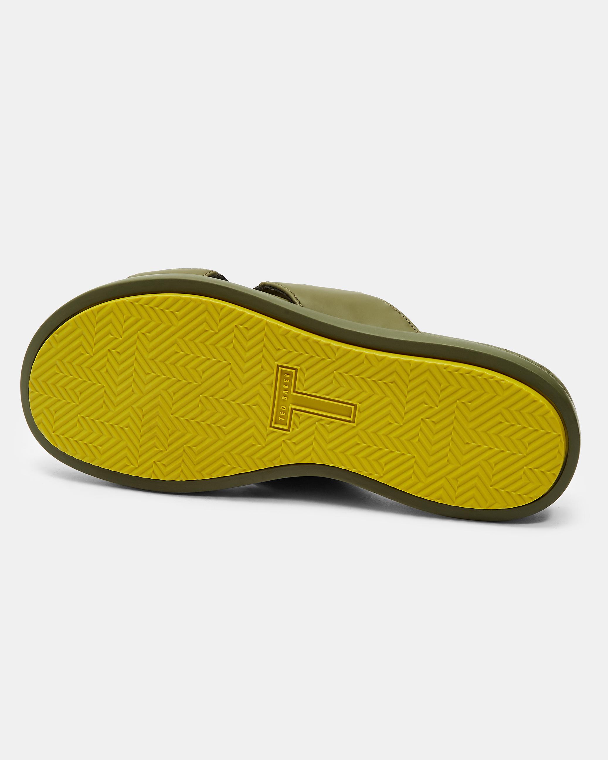 black cap toe shoes Slim Fit Jean