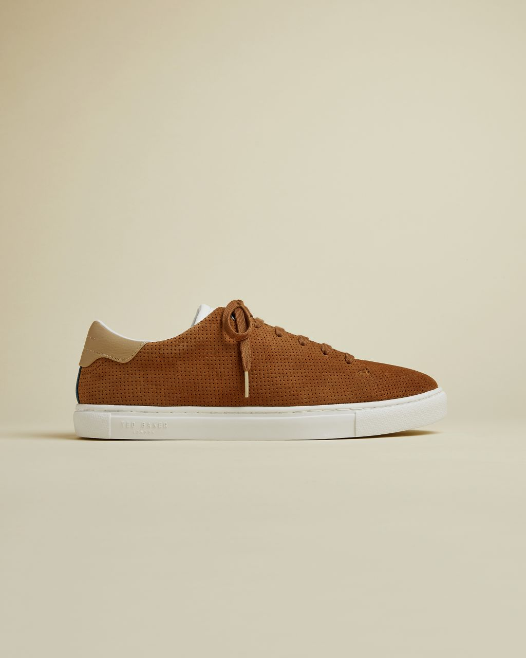 Artikel klicken und genauer betrachten! - Searching for a slightly less sporty alternative to trainers? Look no further, RUENNER has arrived. Crafted in suede, this lace up pairing has a contrast colour detail on the heel - wear on weekends, or with smarter trousers on date night for an effortless casual edge. - Ted Baker footwear collection - Suede - Lace up - Contrast detail on heel - Ted Baker-branded | im Online Shop kaufen
